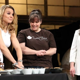Dragon Michele Romanow gets a lesson in cookie making!